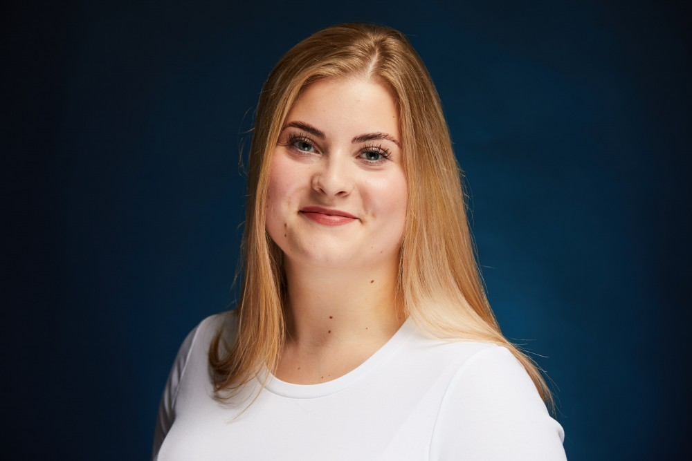 Grundmann Dentistry, Gina Maria Nürnberger Zahnarzt-Assistentin, Berlin Köpenick
